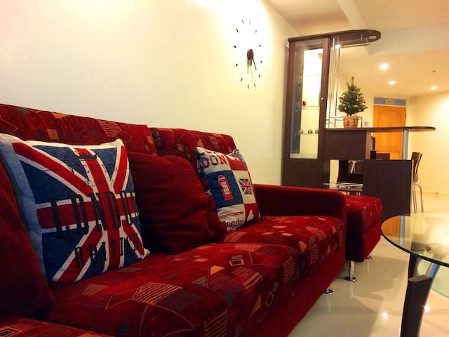 Spacious 1BR Hi-speed WIFI With SUPER CLOSE to BTS