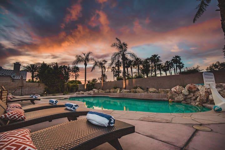 Coachella Special! Sleeps 16 w/Pool, spa, pool table, & more!