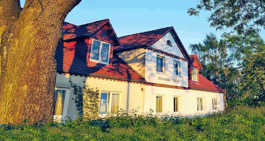Herrenhaus Nobbin, Strand➢400m, 3-ZiWhg ❶ , 2E+2K