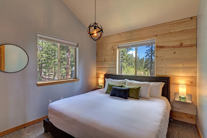 The upper floor guest room features a luxury king size pillow top mattress, with premium bedding.
