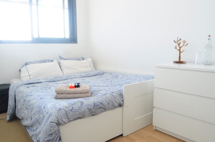 Room w/private bathroom close to Bcn and Airport - Esplugues de Llobregat