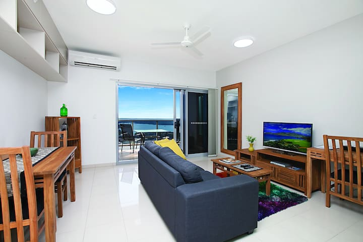 1 Bdrm Apartment with foxtel, breakfast & parking