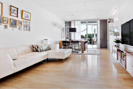 Lys lejlighed tæt på station - Taastrup - Apartamento