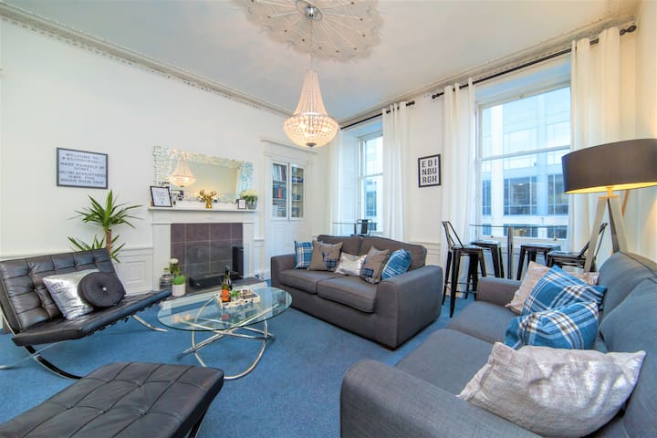 Spacious 3-Bedroom Luxury Flat Close to Castle