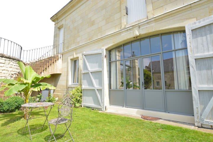"""Le gîte de La Pénesais """"Bonheur de Ronsard"""" - Beaumont-en-Véron - Hus"""