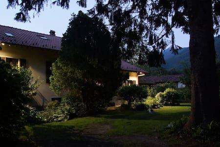 Camera 2 letti, villa con giardino Canzo-Asso - Asso