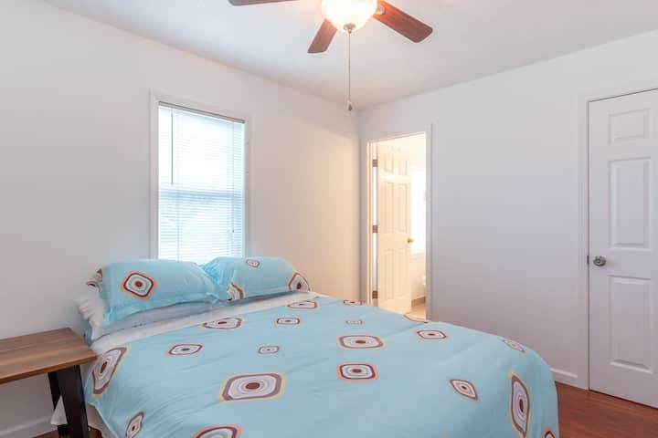 Master Bedroom for Rent (Room B)