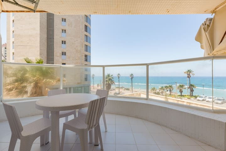 Fabulous modern sea front apartment - Bat Yam - Apartment