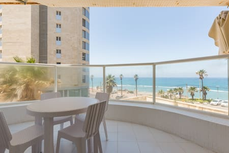 Fabulous modern sea front apartment - Bat Yam