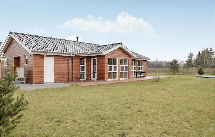 Holiday cottage with 4 bedrooms on 166m² in Ejstrupholm