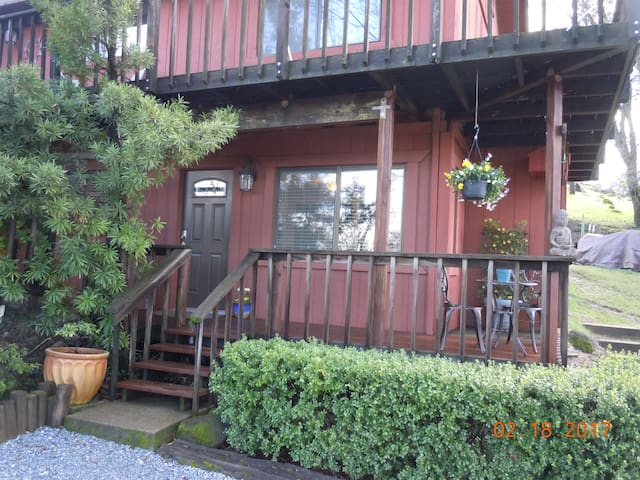 Secluded Studio Apartment close to Redding, CA. - Palo Cedro - Daire