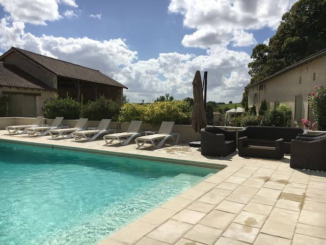 Luxury French  Holiday Home with Pool - Sainte-Souline