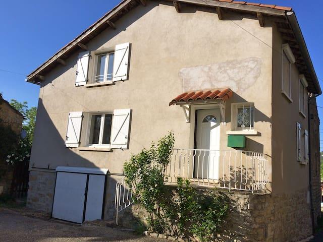 Maison de village proche Millau - Roquefort-sur-Soulzon - Huis