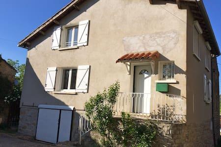 Maison de village proche Millau - House