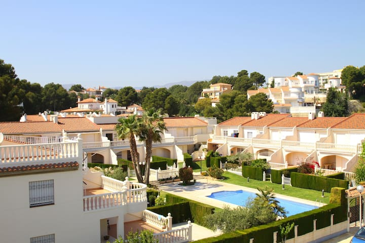 Townhouse in the prestigious area 18 - Mont-roig del Camp - House