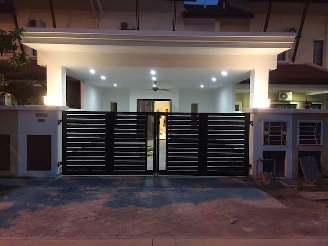 Christo's Crib - Klang - Lägenhet