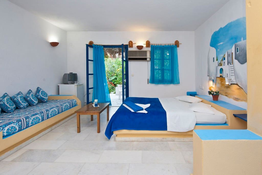 spacious and bright rooms in island colors