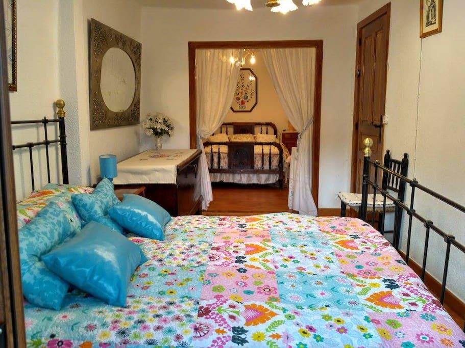Habitación 1. Dos camas dobles.