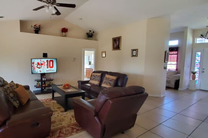 Private Room with Wifi and Netflix near Fort Myers