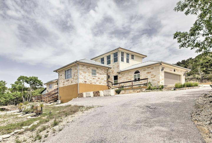 'Ladera' Hill Country Estate on 13 Acres w/Hot Tub