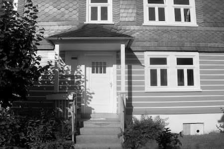 """großzügiges Ferienhaus im """"Alten Dorf"""" - Casa"""