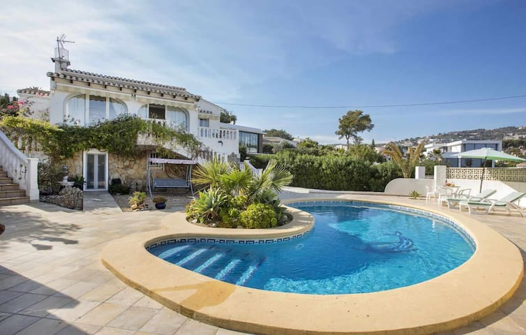 Villa Alzina - Villa with private pool close to the beach La Fustera