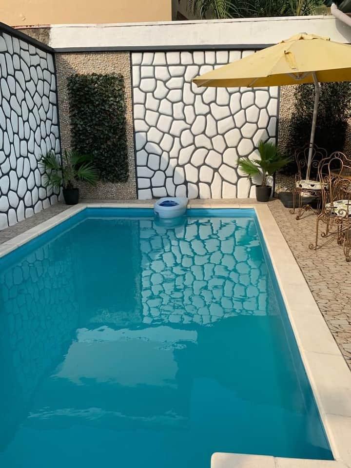 Villas zen avec piscine en plein centre ville.
