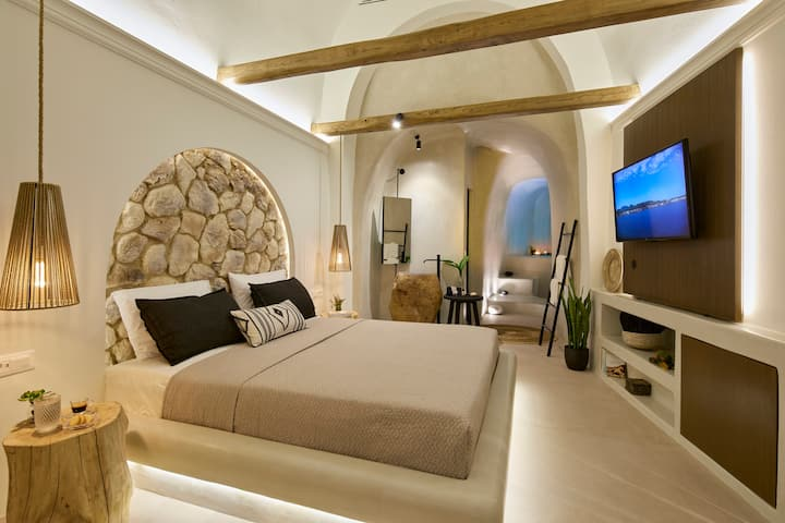 Floria Suites - Deluxe Cave Suite with Spa Bath
