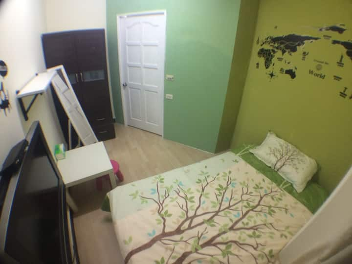 C104, single room, MRT: Dingxi MRT 4 minutes Walte