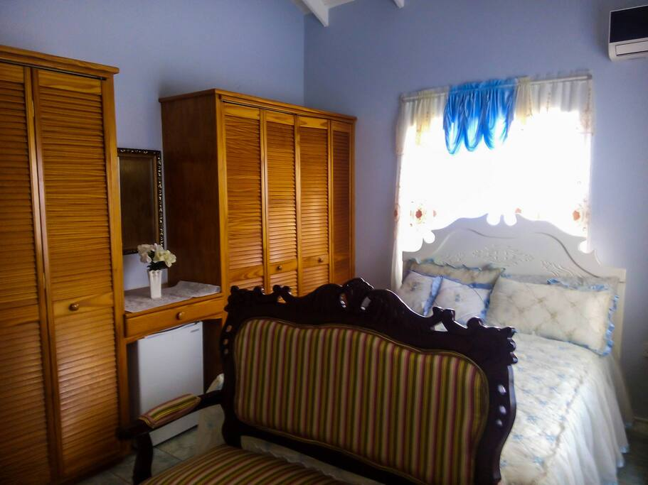 Room - Blue La Belle