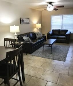 TDY/Corporate Town Home - Alamogordo - 公寓