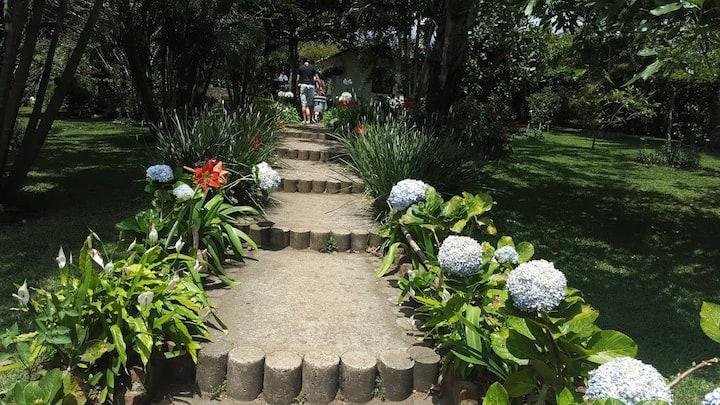 Bella Casa en medio de hermoso jardin