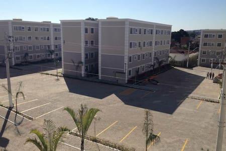Apartamento em Cond. fechado, com estacionamento