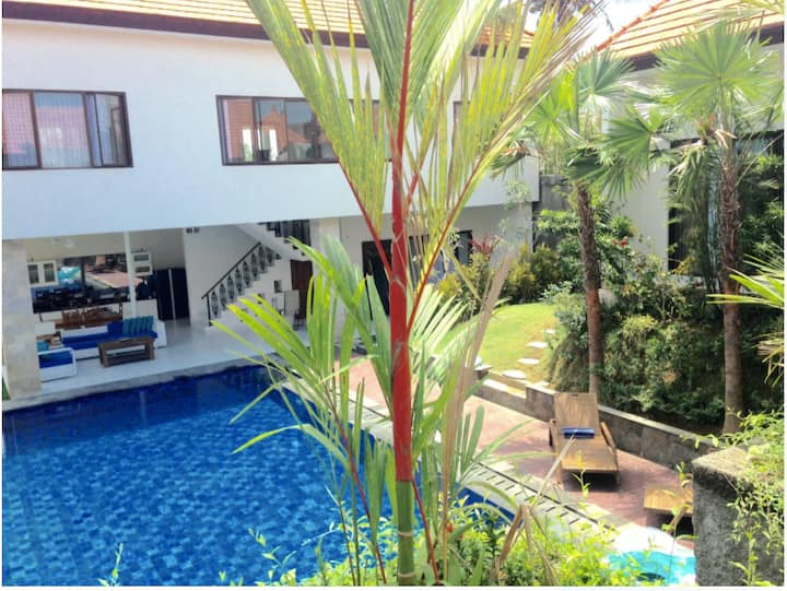 Luxury Villa with grand pool and jacuzzi in Canggu