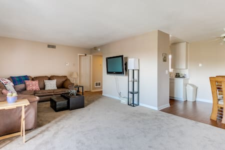 Private Bedroom + bath Central LA - Montebello - Pis