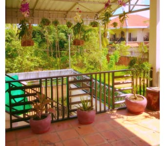 Cozy apartment with idyllic porch - Krong Battambang - Pis
