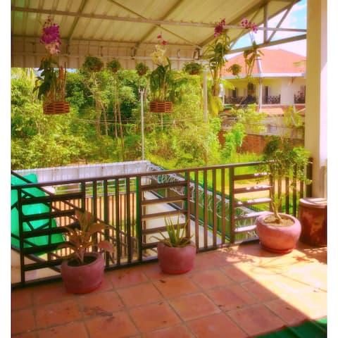 De Battambang , Salee's home