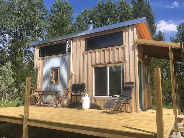 Elaho Tiny Home, a unique off grid experience