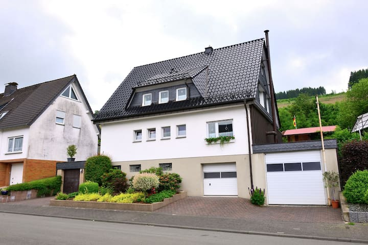 A completely new and comfortably furnished holiday home in a perfect location in Sauerland.