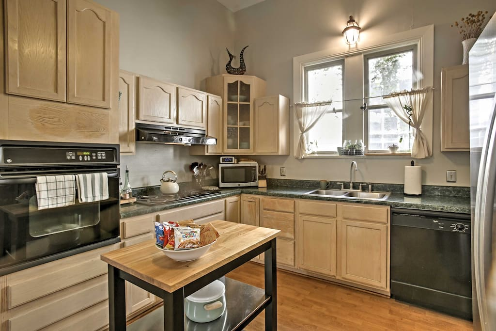 A modern, fully equipped kitchen provides everything you'll need, including cereal, oatmeal, coffee and creamers.