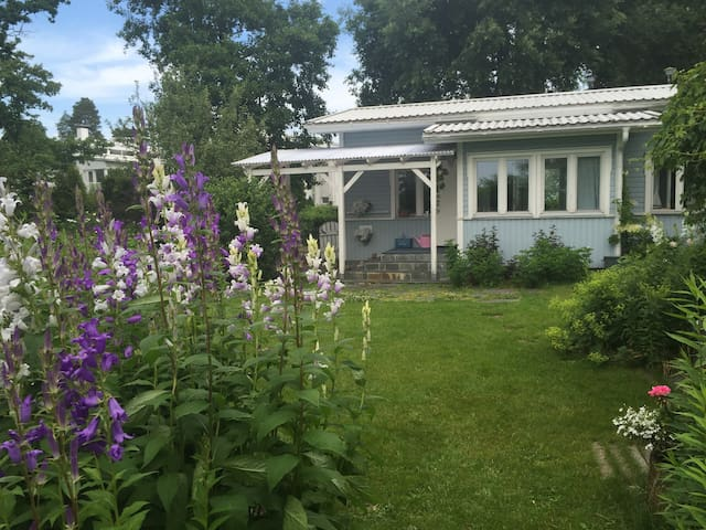Charming little house with beauty by seaside - Espoo - Casa