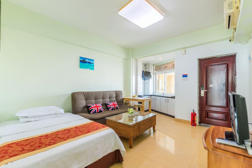 小客厅+开放式厨房+小床