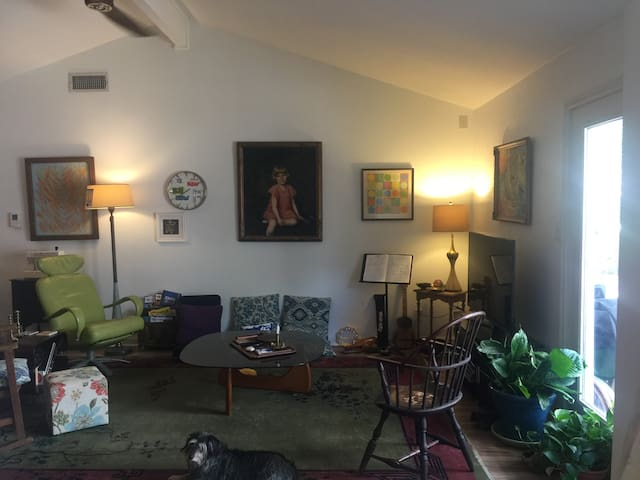Artsy BoHo '70s Ranch Retreat, SXSW, ACL Fest!!