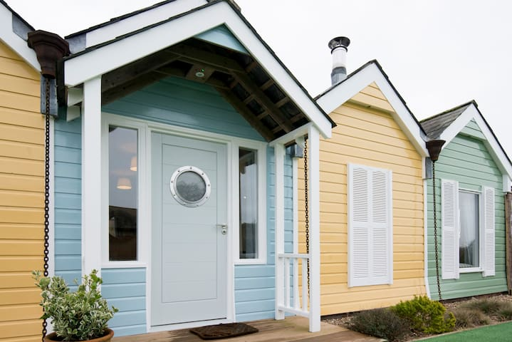 The Beach Huts - a unique sanctuary Nr Goodwood - Oving - House
