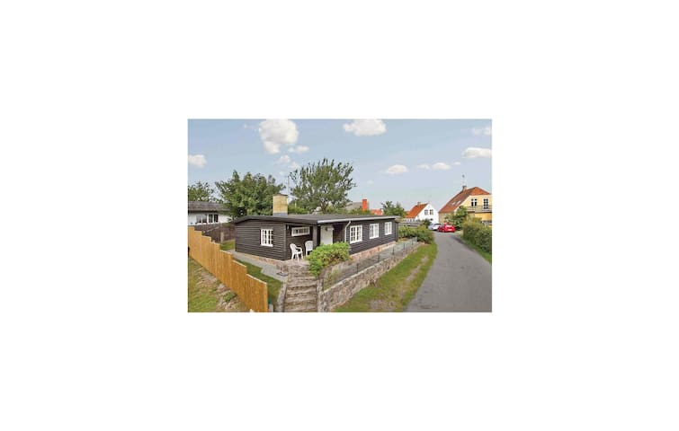 Holiday cottage with 3 bedrooms on 56 m² in Gudhjem