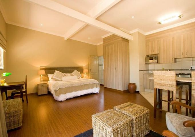 WILDEVY GUESTHOUSE - Kempton Park - Wohnung