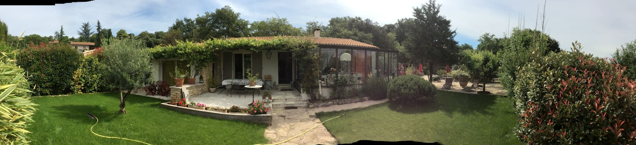 COSY HOUSE IN GOULT LUBERON