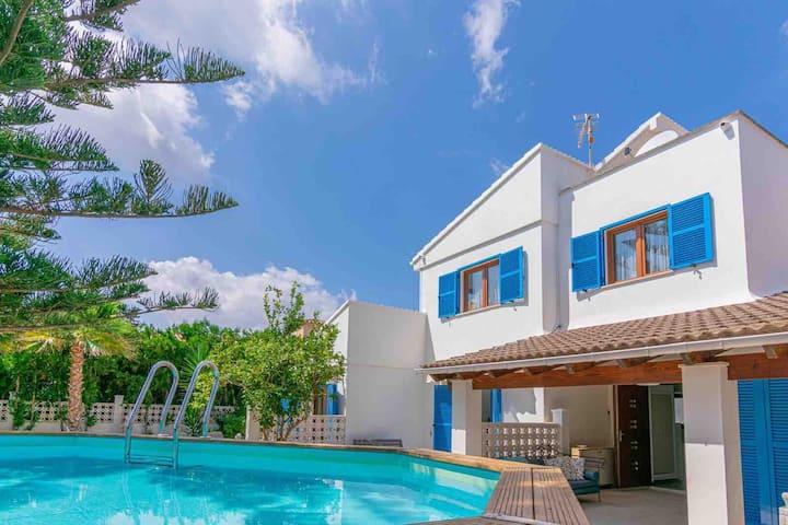 50% off regular price: villa close to sea & beach