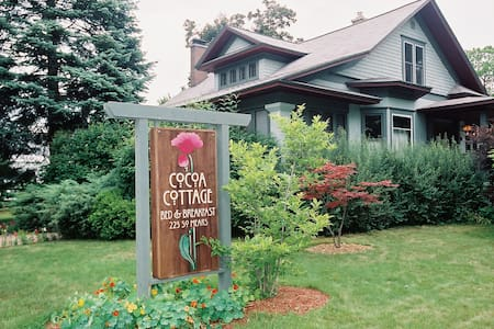 Cocoa Cottage Bed and Breakfast - Whitehall