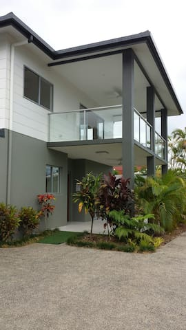 Self-contained modern unit - Cairns North, Queensland, AU - Apartment